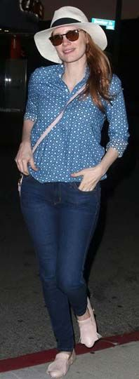 Jessica Chastain wore James Jeans to Crossroads restaurant in Los Angeles on June 5. She paired her denim with a printed button-down, sunnies and a cute hat.