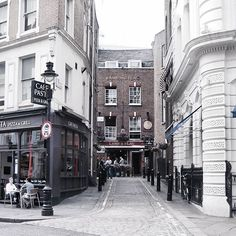 Cool haunt 🍻💓 on 🌹 St. . . . . London Rose St. Lamb & Flag British pub