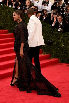 "Beyonce Knowles Photos Photos - Beyonce (L) and Jay-Z attend the ""Charles James: Beyond Fashion"" Costume Institute Gala at the Metropolitan Museum of Art on May 5, 2014 in New York City. - Red Carpet Arrivals at the Met Gala — Part 3"