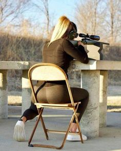 Contrary to popular belief, I'm basically a sniper. …I'm sure you can tell by my white shoes and folding chair. Cafe Racer Girl, Pinterest Girls, Female Soldier, Army Soldier, Military Women, Military Army, Big Guns, N Girls, Army Girls