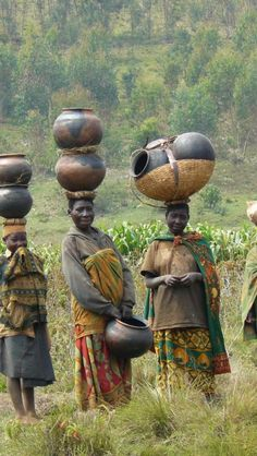 Burundi. Batwa women