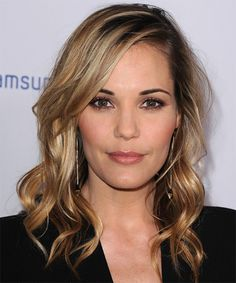 Leslie Bibb Hairstyle - Casual Long Wavy Hairstyle. Click on the image to try on this hairstyle and view styling steps!