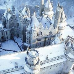 15 Beautiful Castles During Winter -- Photo: Chateau de Pierrefonds, France Oh The Places You'll Go, Places To Travel, Places To Visit, Beautiful Castles, Beautiful Places, Amazing Places, Castle France, Linderhof, Wanderlust