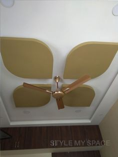 Here you will find photos of interior design ideas. Get inspired! Drawing Room Ceiling Design, Plaster Ceiling Design, Simple False Ceiling Design, Gypsum Ceiling Design, House Ceiling Design, Ceiling Design Living Room, Ceiling Light Design, Ceiling Decor, False Ceiling Living Room