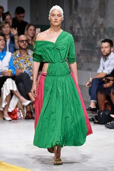 Marni Spring 2020 Ready-to-Wear Fashion Show - Vogue Jane Birkin, Fashion Week, Fashion 2020, Milan Fashion, Fashion Spring, Vogue Paris, Sustainable Looks, Fashion Show Collection, Mannequins