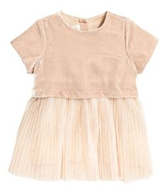 Beige. BABY EXCLUSIVE. Dress in silk-blend velvet with short sleeves, glittery buttons at back, and a tulle skirt. Lined.