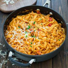 This elegant and creamy Fettuccine with Roasted Pepper Sauce and Chicken is made under 30 minutes and requires just 6 ingredients.