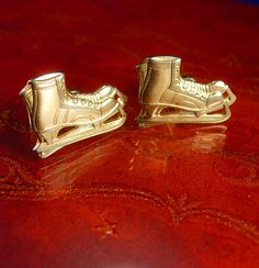 These are some cool vintage skates cast into cufflinks. What a neat and unusual gift! If you need a gift idea that shows you took the time to care, what better way to give a gift than something unique and vintage. Here is something for that special person that has everything! Not only is it a unique idea because it is Vintage and not something you can buy everyday, but it is something they will know you took the time to find just for them. What a thoughtful gift or perhaps just a perfect…