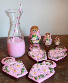 DreamDecorDesign.com <3 Milk & Cookies Meringue Cookies, Milk Cookies, Matryoshka Doll, Homemade Cookies, Macaroons, Dolls, Baking, Sweet, Madness