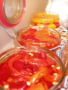 Καλημέρα σας αγαπημένοι μας φίλοι.  Σήμερα ξυπνήσαμε νωρίς και απολαμβάνουμε ένα ζεστό, ζεστότατο ήλιο! Ο Ιούλιος δίνει μάλλον το βροντερό τ... Canning Tips, Canning Recipes, Meals Without Meat, Sauces, Greek Recipes, Kitchen Hacks, Pickles, Main Dishes, Food And Drink