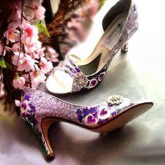 Zapatos de novia pintándose  a mano calas y rosas por norakaren, $250.00
