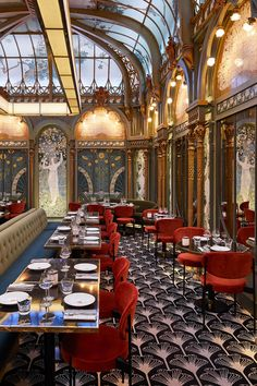 Humbert & Poyet: Beefbar, Paris Art Nouveau atrium – Interior Architects Humbert & Poyet unveil the interiors of their latest design project – Beefbar, Paris. The former Art Nouveau and Art Deco rooms of the former Lamgham Hotel. Muebles Estilo Art Nouveau, Estilo Art Deco, Deco Restaurant, Restaurant Interior Design, Restaurant Interiors, Restaurant Ideas, Chinese Restaurant, Hotel Art Deco, Art Deco Zimmer