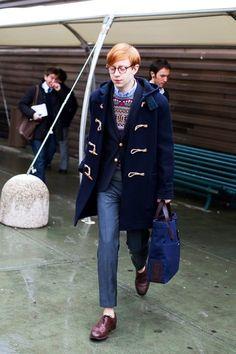 Duffle Coats, Florence « The Sartorialist The Sartorialist, Preppy Look, Preppy Style, Nerd Style, Sharp Dressed Man, Mens Duffle Coat, Ivy League Style, Estilo Preppy, Ivy Style