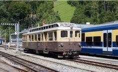 BOB ABDeh Train leaving at Zweilutschinen Bern in direction to Grindelwald Grindelwald, Trans Siberian, Swiss Railways, Blue Train, Bob, Light Rail, Switzerland, Diesel, Explore