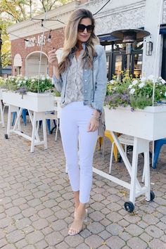 fashion blogger wearing nordstrom nydj pull on white ankly skinny jeans