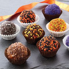 They are one of my favorite sweet treats! So I am absolutely craving these spooky Halloween truffles! Halloween Desserts, Halloween Treats, Spooky Halloween, Halloween Party, Holiday Treats, Holiday Recipes, Holiday Gifts, Holiday Candy, Candy Recipes