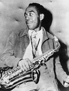 Charlie Parker, sassofonista e compositore statunitense di musica jazz (29 agosto 1920 - 12 marzo 1955). Nella foto, Charlie Parker in un club di Hollywood nel 1945 (AP Photo/ File