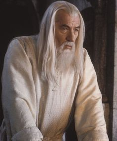 Gandalf the White Gandalf, The Hobbit Movies, O Hobbit, Lord Of Rings, Lotr Characters, Lotr Trilogy, Lotr Elves, Legends And Myths, Jrr Tolkien