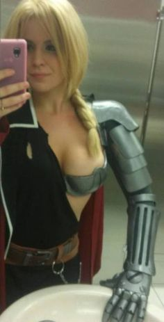 Everyone, this is Edwella Elric. Cosplay. Full Metal Alchemist.