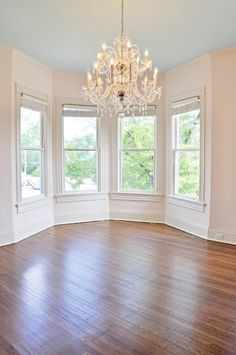 Window bay, why are you not in my life right now. I'll even get rid of that hideous chandelier and give it to one of my girlier friends for them to lovingly care for, if you'll just move into my apartment.
