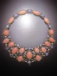 Collar de la casa Boivin. Corales, zafiros y diamantes. Montado en oro de 18 k.