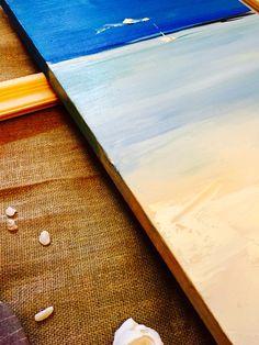 Морской пейзаж Фото с близкого расстояния позволяет увидеть мазки кистью и погрузиться в атмосферу картины Океан гипнотизирует и завораживает своей красотой. В нем все прекрасно: вода, белоснежный песок бесконечный морской горизонт, парусник.