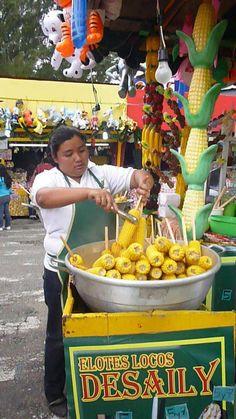 Vendiendo elotes en la feria de Jocotenango.  Foto por Mariella Buonafina.