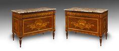 Coppia di commode à vantaux, Giuseppe Maggiolini, Parabiago, 1800 circa. I due mobili sono impiallacciati in mogano e intarsiati in legni diversi. Dimensioni: cm 94x124x60