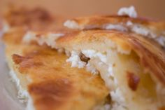 Tenatini Ketiladze, šéfkuchařka pocházející z Gruzie, přinesla do karlínské Polévkárny spoustu domácích receptů. S námi se podělila o gruzínské Chačapuri čili kapsu z kynutého těsta plněnou sýrem.