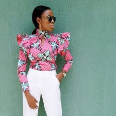Ankara tops with peplum shape give a figure that blends through all the curves of your body and a confidence boost that gives you that satisfactory feeling. Pairing up ankara… African Fashion Ankara, African Inspired Fashion, Latest African Fashion Dresses, African Print Fashion, Africa Fashion, African Dashiki, Women's Fashion, Short African Dresses, African Blouses