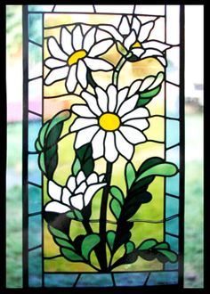 daisy stained glass Stained Glass Quilt, Stained Glass Flowers, Stained Glass Designs, Stained Glass Panels, Stained Glass Projects, Fused Glass Art, Stained Glass Patterns, Leaded Glass, Mosaic Glass