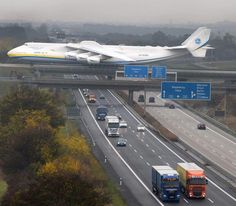 Antonov — I would not want to be the flight crew. They must be hanging on tooth & nail, trying keep it on that overpass. Cargo Aircraft, Military Aircraft, Avion Jet, Helicopter Cockpit, Airplane Photography, Commercial Aircraft, Civil Aviation, Aircraft Design, Private Jet