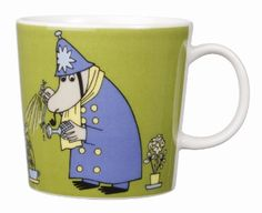 This green Moomin mug featuring the Inspector was released in 2009 and was elegantly illustrated by Tove Slotte-Elevant. Complete your collection of Moomin mugs with this lovely piece. Also see the other parts of the Moomin Inspector series. Moomin Shop, Moomin Mugs, Moomin Valley, Tove Jansson, Nordic Design, Ceramic Cups, Issey Miyake, Mug Designs, Decorative Items