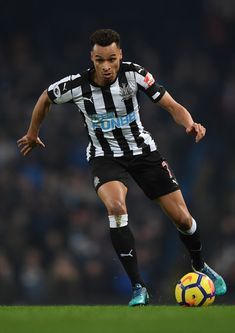 Jacob Murphy of Newcastle United runs with the ball during the Premier League match between Manchester City and Newcastle United at Etihad Stadium on January 20, 2018 in Manchester, England. - 52 of 178