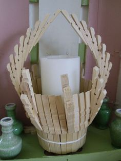 Basket in clothespins - f& - Idees Recyclage Home Decor Hooks, Diy Crafts For Home Decor, Diy Crafts Hacks, Diy Crafts For Gifts, Baby Crafts, Wooden Clothespin Crafts, Spool Crafts, Cardboard Box Crafts, Wooden Clothespins