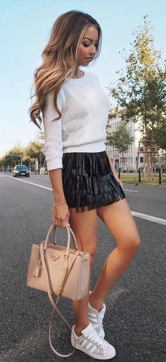 outfit of the day | top nude bag black mini skirt sneakers