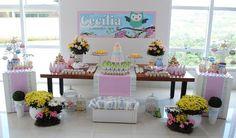 Festa com o tema corujinha para comemorar os 2 aninhos da Cecília Usamos as cores rosa, amarelo, verde e azul... detalhes da mesa principal ...