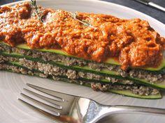 """Ab und zu koche ich vegan – es gibt einfach ein paar leckere Gerichte in Attila-Hildmanns Kochbuch """"Vegan for fit"""", die essen wir immer mal wieder ganz gerne und dann gibt es halt mal vegan Wer Champignons und Zucchini gerne mag, dem wird diese Lasagne auf jeden Fall schmecken. Die Pilze sind im Thermomix ratzfatz"""