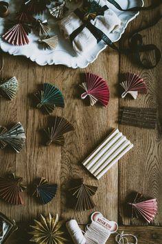 Christmas Mood, Diy Christmas Tree, Simple Christmas, Handmade Christmas, Christmas Ornaments, Origami, Clay Christmas Decorations, Christmas Inspiration, Flower Crafts