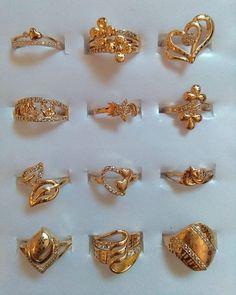 No photo description available. Gold Wedding Jewelry, Gold Jewelry Simple, Gold Rings Jewelry, Jewelry Design Earrings, Gold Earrings Designs, Fancy Jewellery, Wedding Rings, Ruby Wedding, Wedding Band
