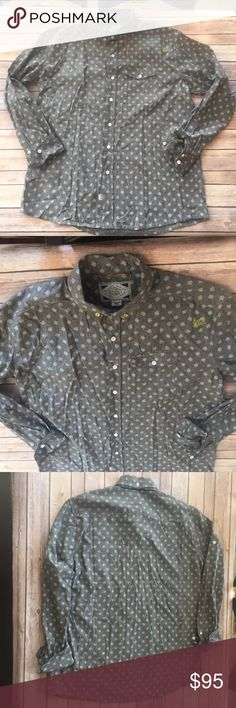 """SABIT NYC Shoichi Amemiya Men's Dress Casual Shirt Tanoshinde Your Life  A rare shirt by designer Shoichi Amemiya who has a A-List following from notable acts like Juelz Santana, Swizz Beatz, Daddy Yankee, Day 26, Lil Wayne, Mario, T-Pain, T.I., Busta Rhymes, Terrence J, to everyday guys   These shirts retail for $240-280 Made of 100% Cotton  Color is a Gray with Long Sleeves The size is a 2XL Chest is 50"""" (25"""" pit to pit) Length is 33"""" down center of back  If you are not sure of your size…"""