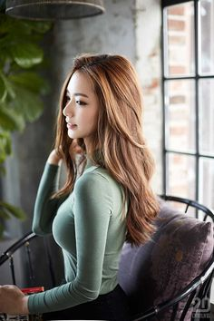Meet Kim Jisoo, The Korean College Student Going Viral For Her Extreme Good Looks Korean Beauty, Asian Beauty, Asian Woman, Asian Girl, Asian Fashion, Girl Fashion, Beautiful Asian Women, Ao Dai, Lady