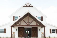 Five Oaks Farm - a beautiful vintage-inspired wedding venue from Cleburne, Texas. Situated on hills overlooking the Brazos River Valley, Cleburne Texas, Pole Barn Homes Plans, Metal Barn Homes, Barn House Plans, Barn Plans, Wedding Barns, Wedding Venues Texas, Farmhouse Wedding Venue, Farm Wedding