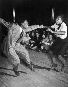 Lindy Hop, Russell Williams and Connie Hill, Savoy Ballroom, Harlem, New York, 1939, photo: Cornell Capa