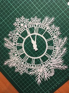 New Year's Crafts, Holiday Crafts, Wood Crafts, Diy And Crafts, Paper Crafts, Glass Painting Designs, Paint Designs, Paper Cutting, Paper Decorations