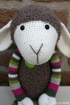 Stip & HAAK: Schaap Suusje Love Crochet, Knit Crochet, Cute Sheep, Lovey Blanket, Little Pets, Amigurumi Doll, Crochet Animals, Crochet Dolls, Softies