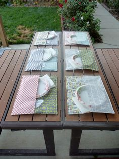 Cute idea for a picnic. Cut one placemat in half then sew it to the bottom one to hold your utensils. Great backyard BBQ or picnic idea! Fabric Crafts, Sewing Crafts, Sewing Projects, Craft Projects, Cardboard Crafts, Crafts To Make And Sell, Diy And Crafts, Arts And Crafts, Diy Projects That Sell Well