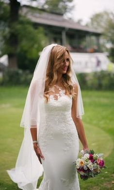 Pronovias Prunelle: buy this dress for a fraction of the salon price on PreOwnedWeddingDresses.com