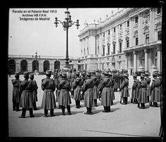 Parada militar en la Plaza de la Armería año 1913