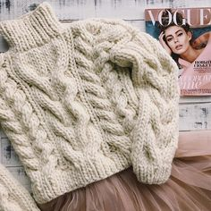 Cardigans Crochet, Hand Knitted Sweaters, Cute Sweaters, Winter Sweaters, Chunky Sweater Outfit, Gold Sweater, Knit World, Chunky Knitwear, Creative Knitting